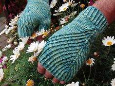 Ravelry: Straightforward Mitts pattern by Simone Draeger