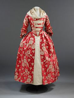 Red Silk Robe a lAnglaise, Victoria and Albert Museum, 1760s