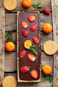 No-bake tart with chocolate ganache and strawberry
