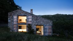 Rustic Spanish Charm With a Contemporary Twist (16)