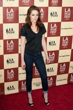 love the rolled jeans and pumps