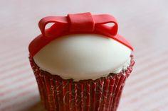 Red Velvet Cupcake Present by bakerella #Red_Velvet_Cupcake #Cupcake #Cupcake_Present #bakerella