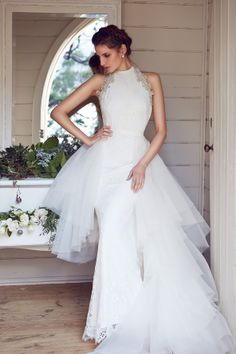 Let us introduce you to Karen Willis Holmes' new BESPOKE collection! #gown #wedding #dress #bride #wedding Designer: Karen Willis Holmes --- http://www.karenwillisholmes.com/us/