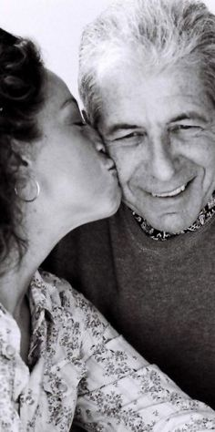 New & Improved Photo Of Perla Batalla Kissing Leonard Cohen
