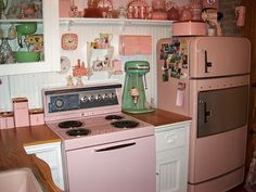 #Retro #Pink with Wood kitchen. Love love this
