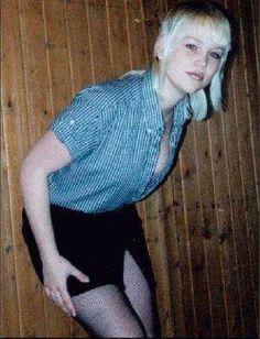Skinhead girl. #skinhead #punk #style