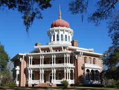 The oldest establishment along the Mississippi River, Natchez, Mississippi, was founded by French settlers in 1716. Today, the town is home to many preserved historic properties, including several stately antebellum homes.