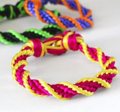 Free tutorial: Kumihimo 12-Strand Spiral Bracelet - Everyone's going crazy for kumihimo! Check out this DiY project to see how easy it is to create a braided kumihimo bracelet.