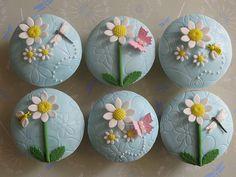 Daisy Cupcakes birthday, summer cupcakes, cupcak idea, blue, daisi cupcak, margarita, insect, garden, friend