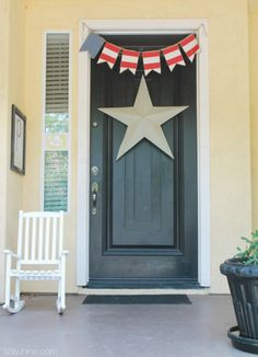 Quick 4th of July decor: bunting & giant star on your front door. #4thofJuly #bunting