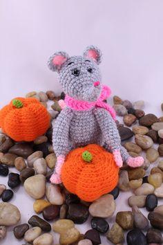 Amigurumi Mice with a Pumpkin. Free Russian Pattern