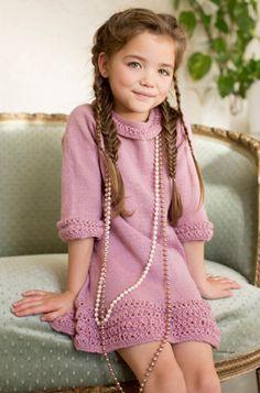 Tornerose kjole i strik