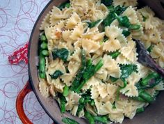 Bowties with spinach and asparagus