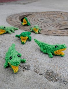 Baby gators free knitting pattern (and what a cute photo)!