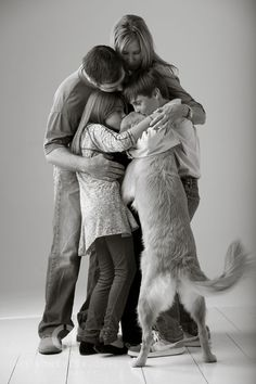 christmas cards, family pictures, family pics, dogs, famili hug, pet, family portraits, famili pictur, families