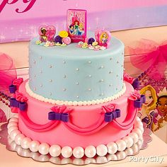 This dream-come-true princess cake is easy-peasy to make! Click for the decorating how-to!