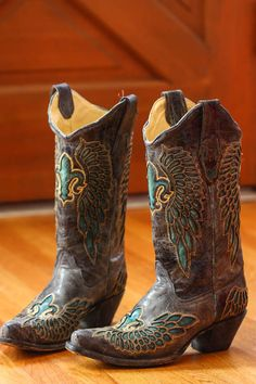 Must have these cowboy boots... like immediately.
