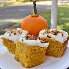 greek yogurt pumpkin cake---also recipes for healthy mini pumpkin cupcake/pies and healthy pumpkin cookies.