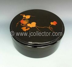 Japanese lacquer tea storage box at www.Jcollector.com