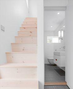 Lichtgrijze tegels in combi met wit bathroom pinterest - Huidige badkamer ...