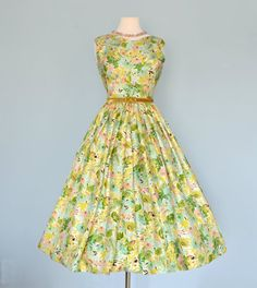 This vintage 1950s tropical silk frock is stunning! #vintage_dress #1950s #classic_vintage