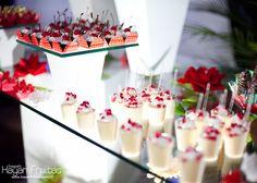 Un estilo de  mesa de dulces para celebrar los 15 años