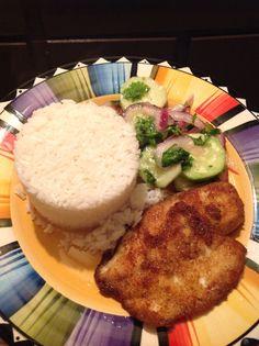 Plato tipico de la Costa del Ecuador, arroz y pescado frito con ensalada de pepinos ( ecuadorian dish ) latin food