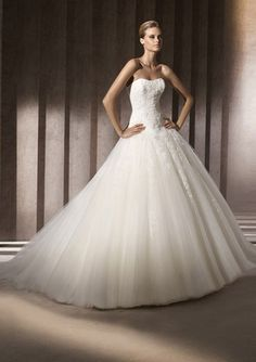 A-Line/Princess Sweetheart Chapel Train Satin Tulle Wedding Dresses with Lace Beadwork