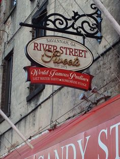 River Street Sweets - Free praline samples and every flavor of salt water taffy you can imagine.