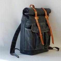 Las mochilas son todo un must para este 2013: http://www.landoigelo.com.es/actualidad-and-variedades/videos-noticias-and-mas/moda-para-hombres-2013-5-complementos-indispensables-para-este-i1.html