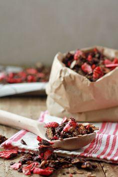 Chocolate-Covered Strawberry Granola | oh my veggies