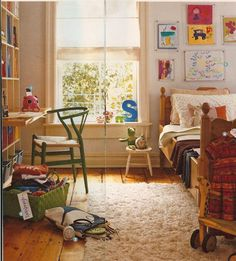 BOY BEDROOM-Cute (and lived in) boy bedroom - I think I'm inspired to save the DH's old oak set from his childhood. This would be perfect AND suit my house.
