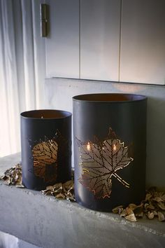 These are by Riviera Maison, but can totally be a DIY. An empty tin can, a hammer, a narrow nail and a maple leaf as a stencil to draw with a pencil. Bang it carefully with something hard on the other side. Paint afterwards the background into black and the motif into gold.