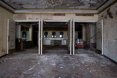 Abandoned theater, Springfield, Ohio