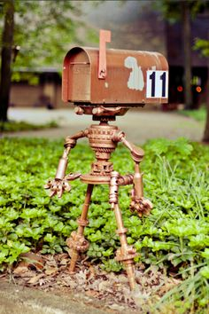 robots, mailbox post, funni shh, thing