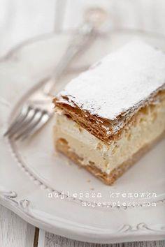 vanilla cream puff pastries