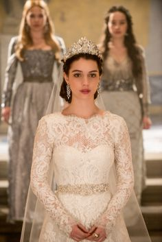 """Queen Mary (Adelaide Kane), Greer (Celina Sinden), and Lola (Anna Popplewell) in """"The Consummation"""" episode of Reign on the CW"""