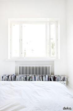 Bedroom storage for magazines | Scandinavian Deko