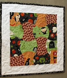 Halloween table topper - Apple Core quilt by Brooke at Pitter Putter Stitch.  AccuQuilt tutorial.