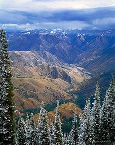 Snake River in Hells Canyon from Hat Point Lookout, Oregon; Hells Canyon National Recreation Area. Greg Vaughn