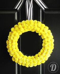 DIY Tutorial Yellow Chick Wreath from Design Editor. #easter #wreath #yellow_chicks