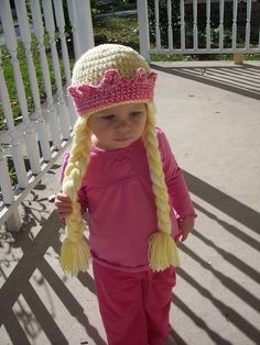 Princess hat with braids and crown. Free crochet pattern..