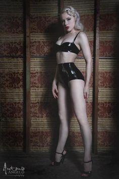 Miss Mosh in latex