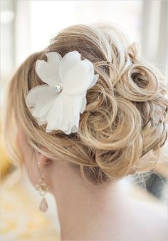 wedding updo by K Shea and Company #weddinghair #weddingupdo #weddingchicks http://www.weddingchicks.com/2014/02/03/k-shea-company