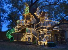 ❉ Christmas lights on awesome tree house!!