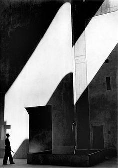 Haute Cour à Chandigarh, 1955 by Lucien Hervé