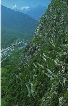 Route aux 18 lacets de Montvernier (Maurienne, Haute-Savoie)  DAT road. #switchbackdoping  jedziemy