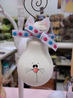 De bombillas a conejo para Pascua. - Easter Light Bulb Ornament Bunny.