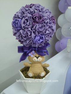 Topiaria de flor de tecido e ursinho