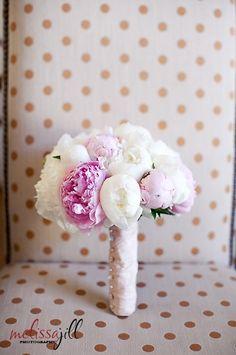Blanco y rosa.